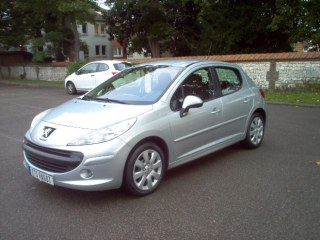 PEUGEOT 207 1.6 HDI EXECUTIVE 90CH 5 portes
