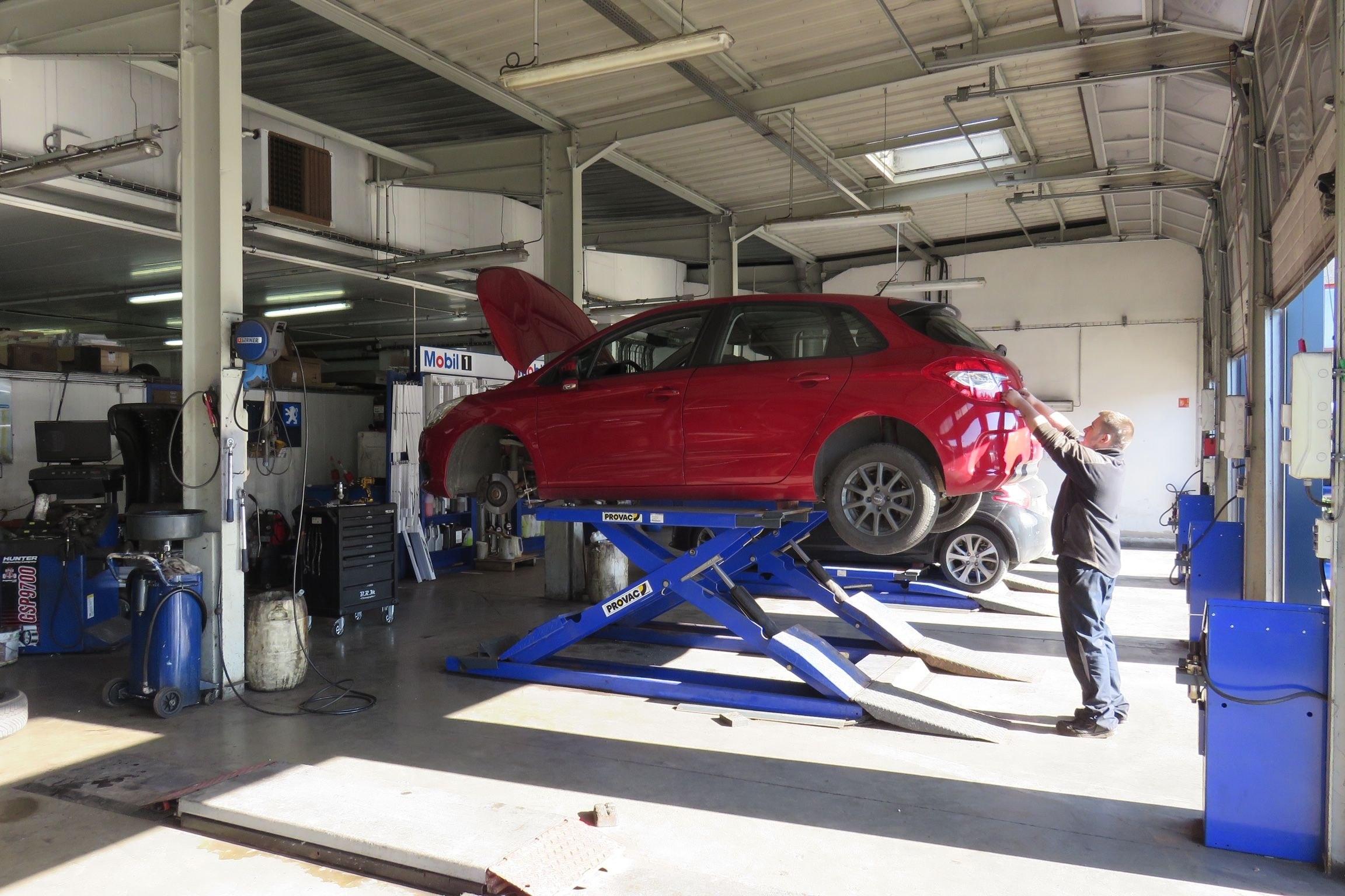 Atelier de mécanique automobile