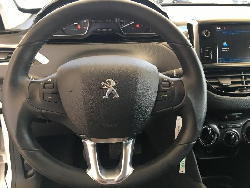 Peugeot 208 1.2 PureTech 82ch E6.2 Evap Signature 5p