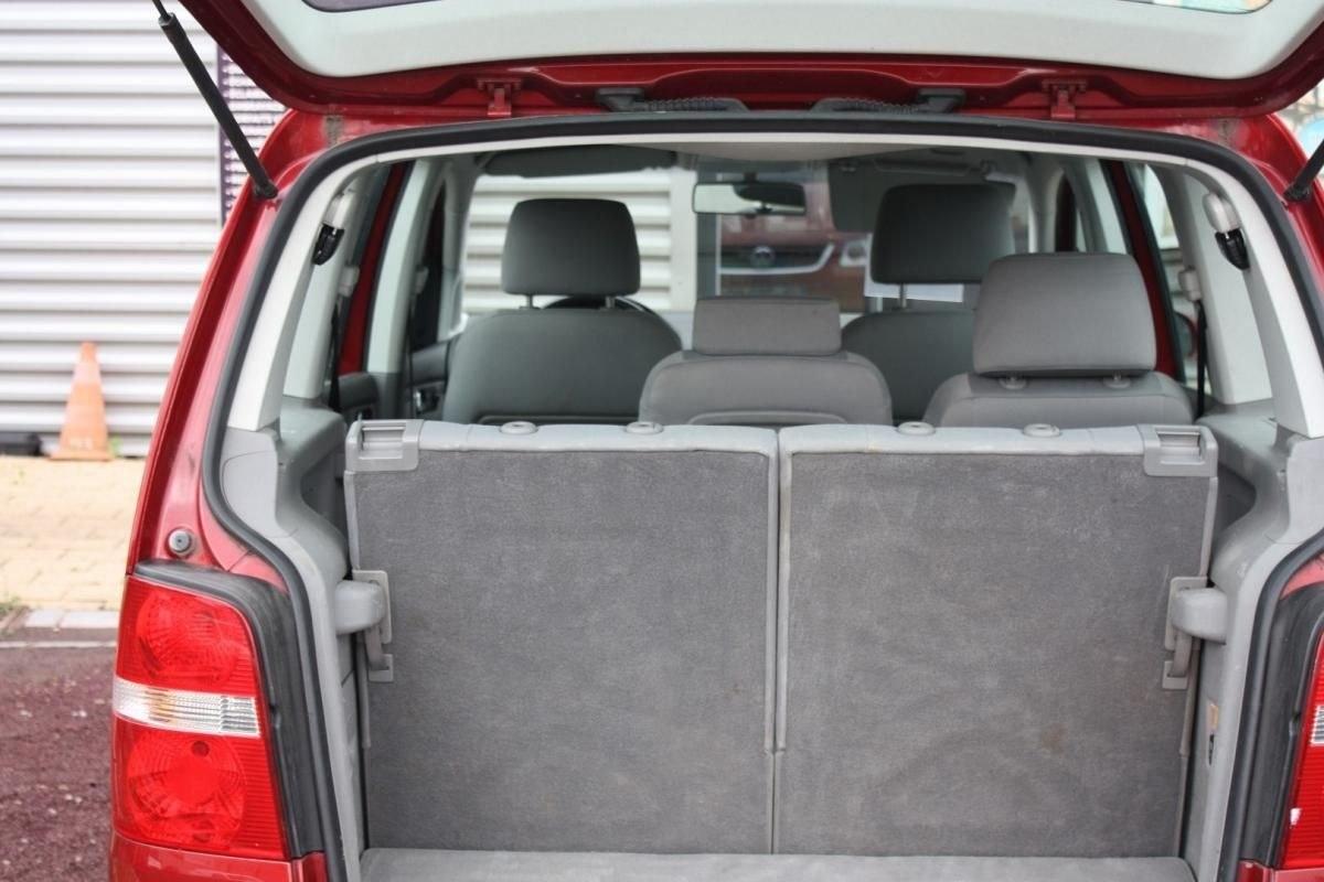 Volkswagen Touran 1.6 FSI 115CH CARAT