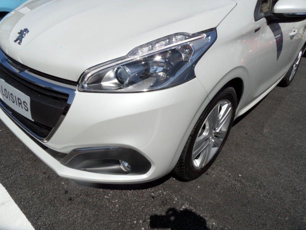 Peugeot 208 12 Puretech 82 cv signature