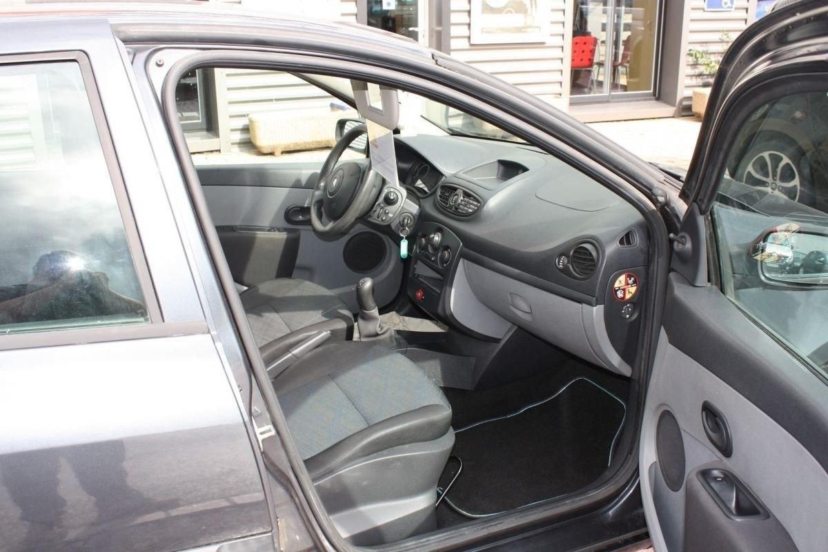 Renault Clio III 1.5 DCI 70CH AUTHENTIQUE 5P