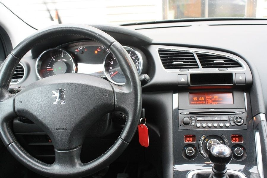 Peugeot 3008 1.6 HDI 110 PREMIUM