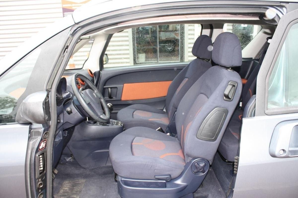 Peugeot 1007 1.4 16V DOLCE