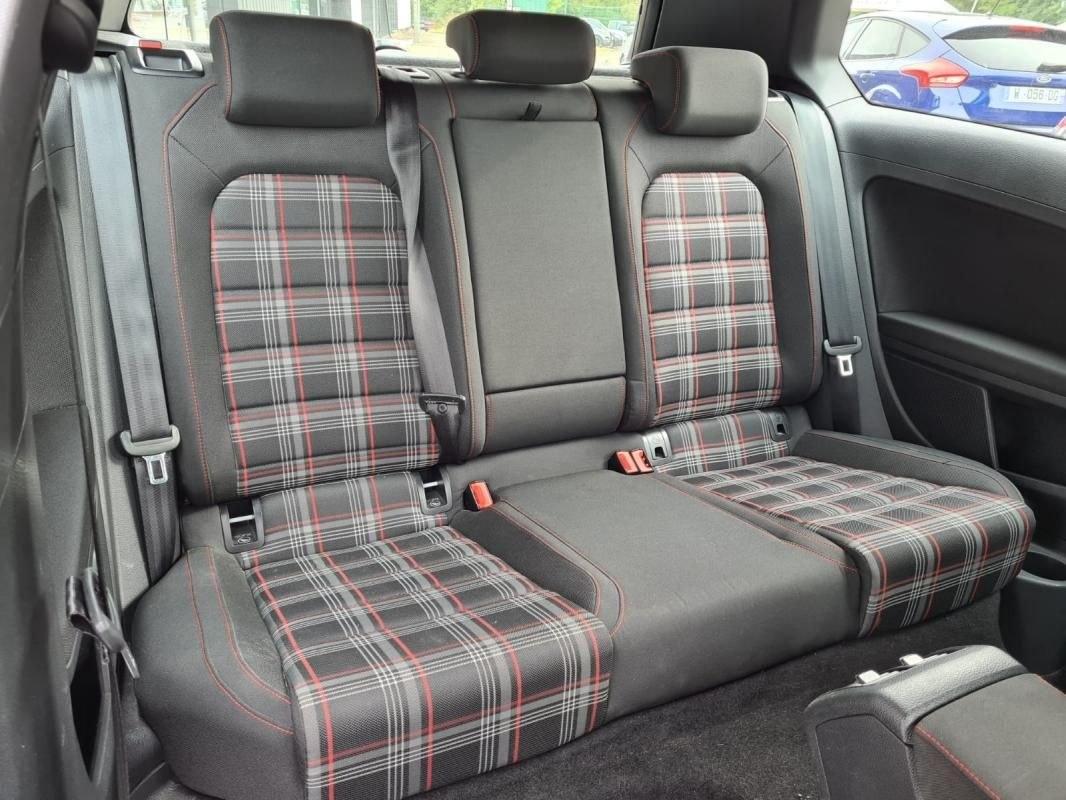Volkswagen Golf 2.0 TSI 220 CV GTI