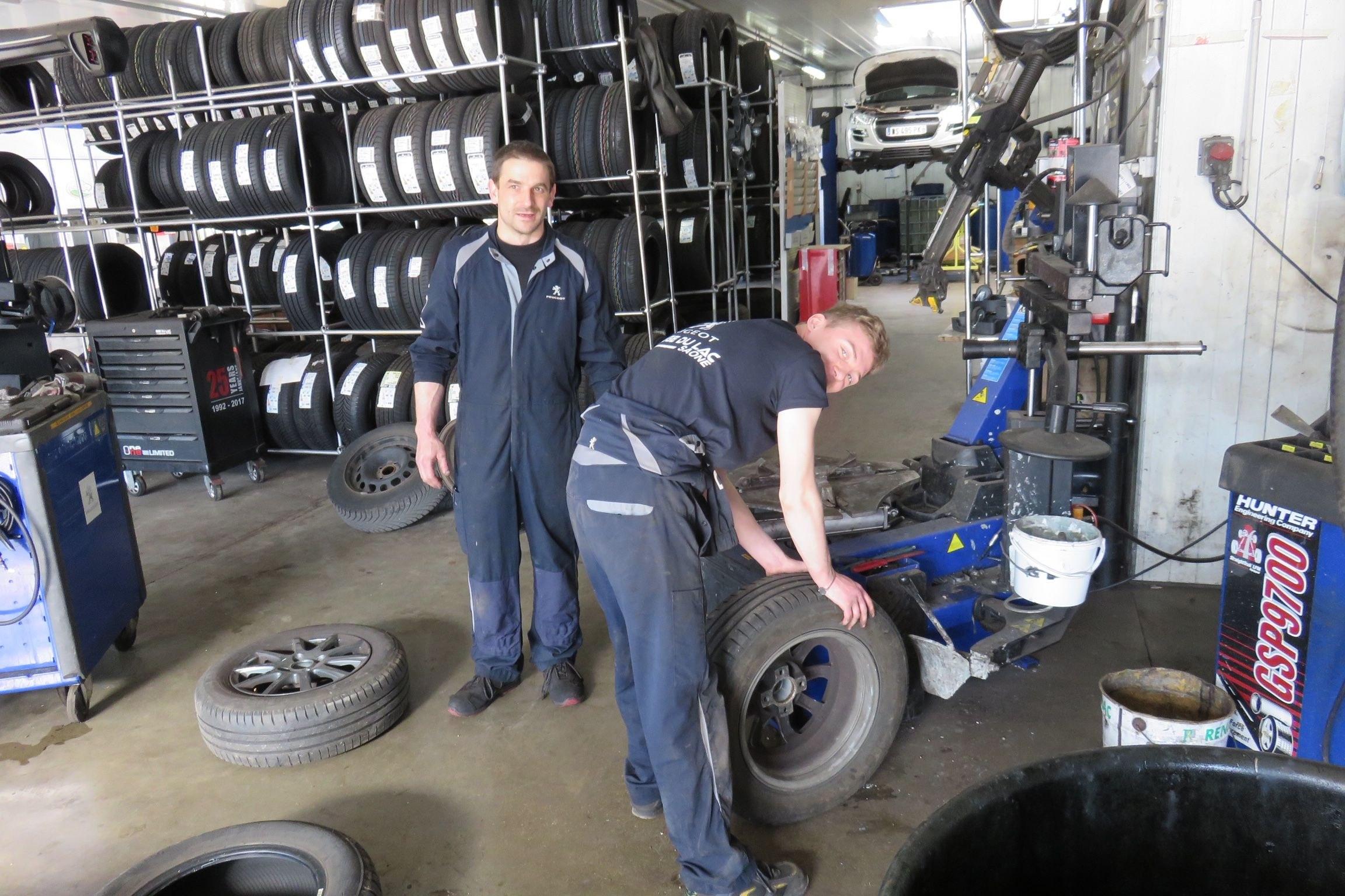 Réparation et montage de pneus et pare-brise