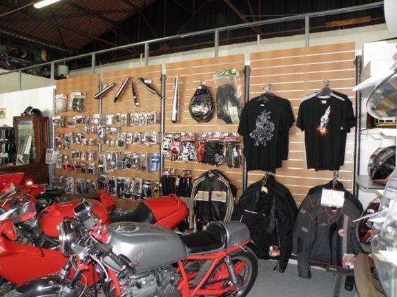Vente de pièces détachées moto et d'accessoires